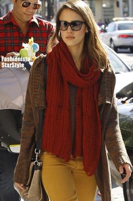 JessicaAlbaDEC122801